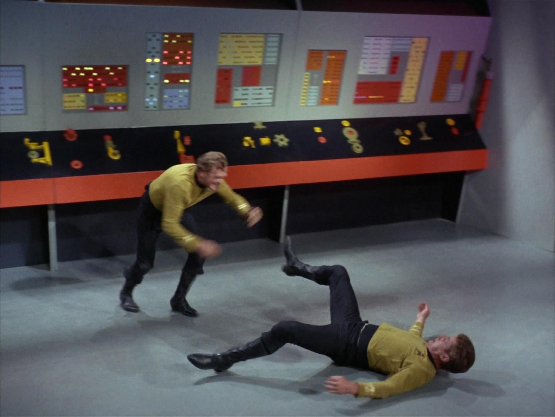 Kirk und Finney kämpfen.jpg