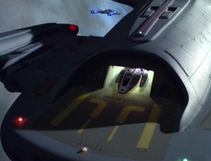 Shuttle verlässt den Hangar.jpg