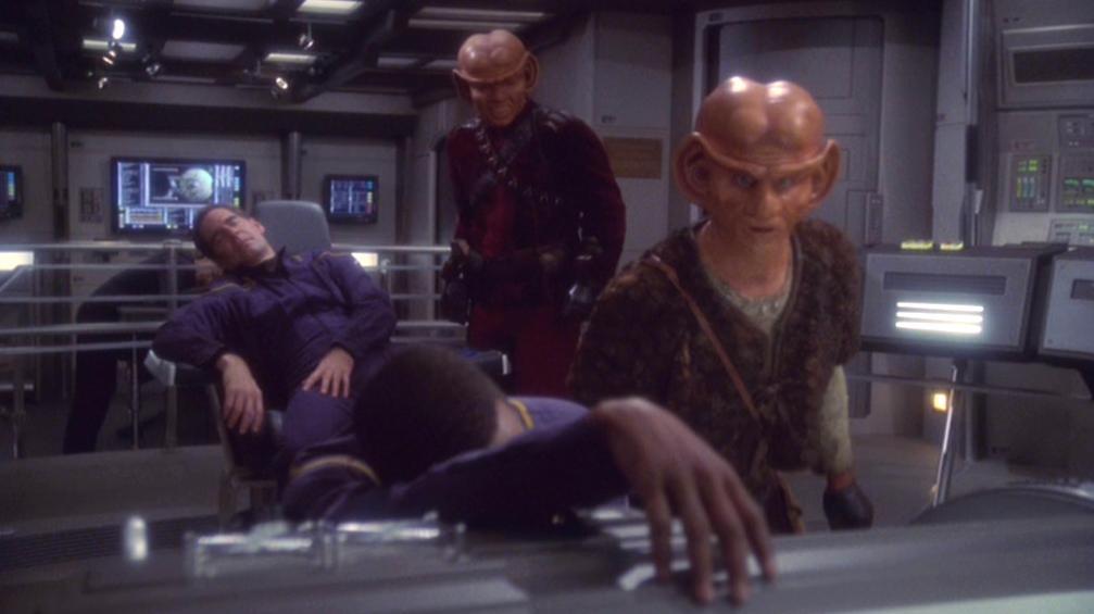 Ferengi übernehmen die Enterprise.jpg