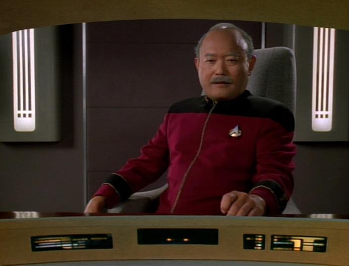 Nakamura erkundigt sich wann Picard vorbei kommt.jpg