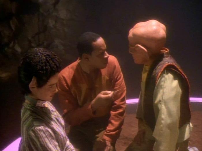 Quark will sich nicht von Sisko herumkommandieren lassen.jpg