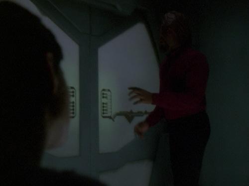 Worf und Ezri in Zelle.jpg