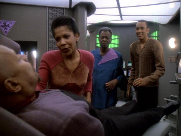 Sorge um Sisko.jpg