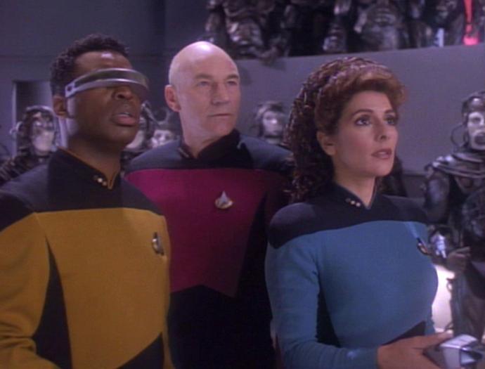La Forge Picard und Troi.jpg