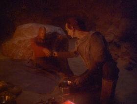 Dukat feeds Sisko.jpg