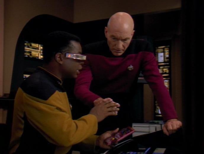 Picard nervt La Forge.jpg