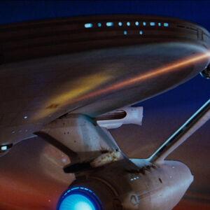USS Enterprise feuert Backbordphaser.jpg