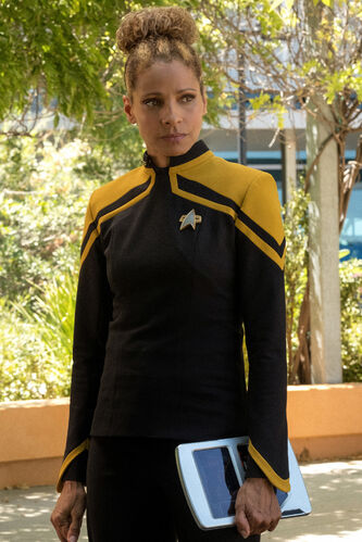 Lt. Commander Musiker in Starfleet, 2385