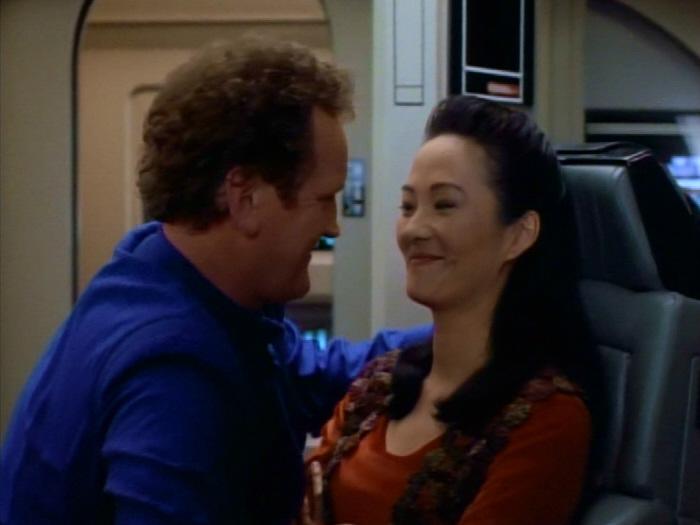 Miles entschuldigt sich bei seiner Frau.jpg