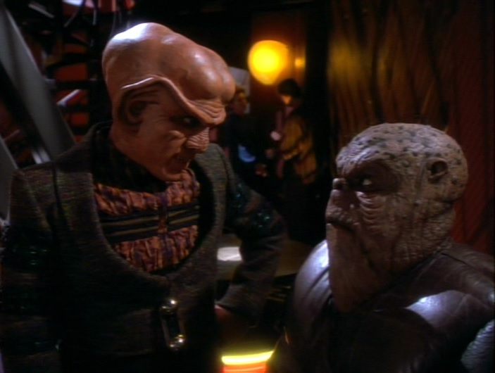 Quark kümmert sich um Morn.jpg