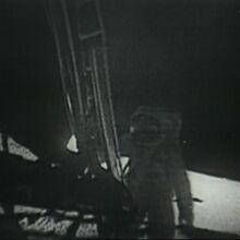 Buzz Aldrin betritt den Mond.jpg
