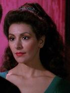 Hologramm von Deanna Troi 2366 in ihrem Büro