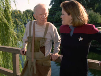 Kathyrn Janeway with a replicant of Boothby
