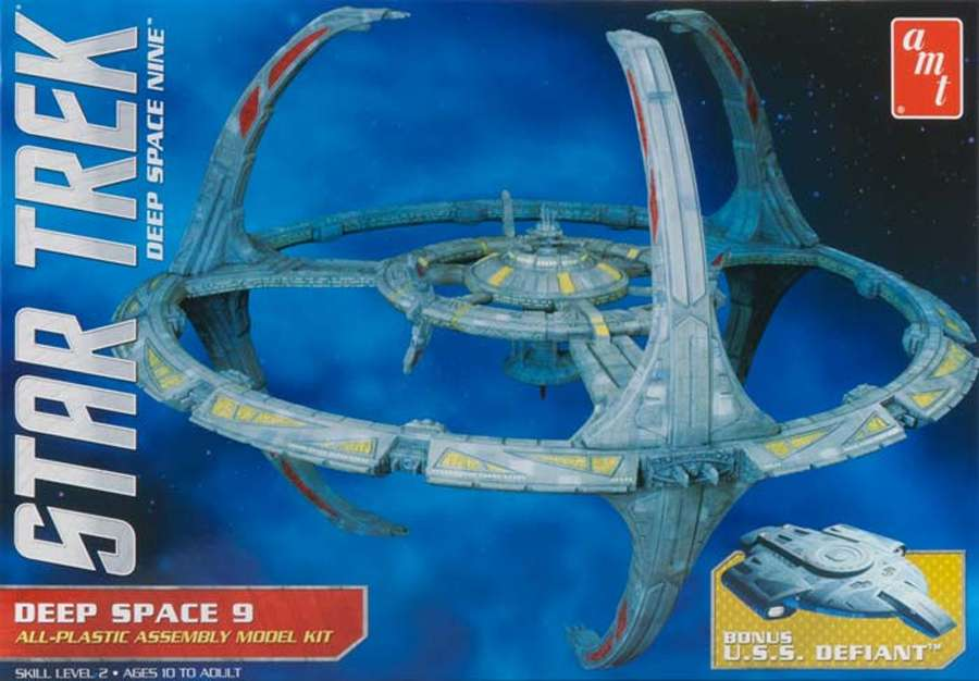 AMT Model kit AMT751 Deep Space Nine Space Station 2012.jpg