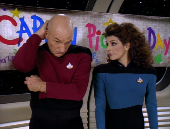 Picard und Troi beim Captain-Picard-Tag.jpg