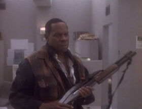 Sisko with shotgun, Past Tense II.jpg