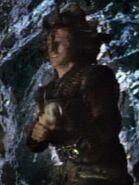 Kazon überrascht Chakotay in Höhle 1