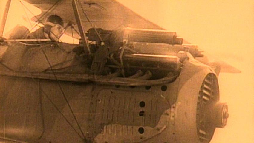 Flugzeug Erster Weltkrieg feuert.jpg
