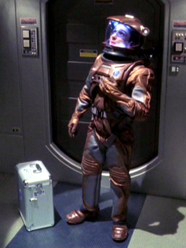 Malcolm Reed im Raumanzug.jpg