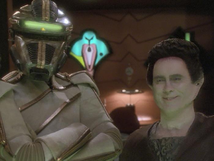 Thot Gor und Weyoun sind zufrieden mit den Berichten von der Erde.jpg