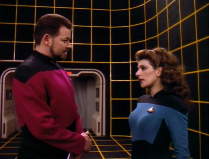 Riker prüft Troi.jpg