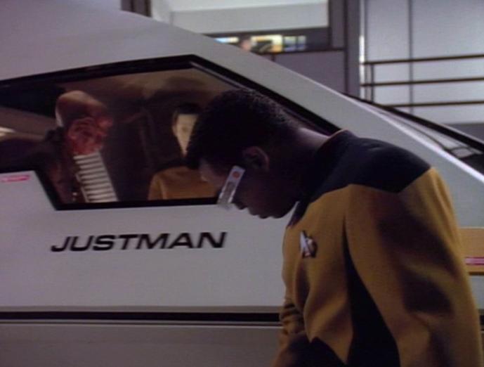 La Forge untersucht das Shuttle Justman.jpg