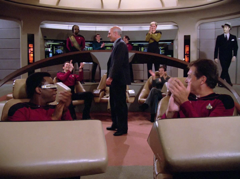 Picard bekommt Applaus.jpg
