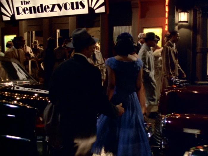 Betrieb vor der Bar The Rendezvous.jpg