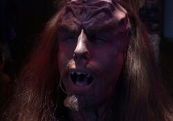 Klingon cranial ridges dissolve.jpg