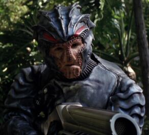 An unnamed Hirogen male in Hunting gear (2377)