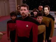 Brückenoffiziere der Enterprise-D als Geiseln der Ferengi 2369