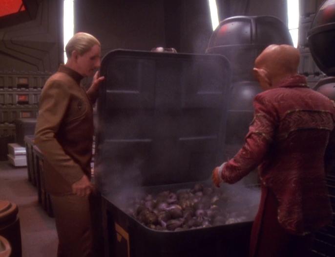 Odo und Quark im Frachtraum.jpg