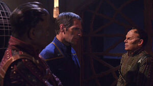 Archer confronts Xindi-Primates.jpg