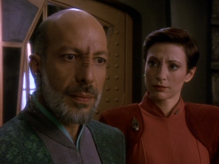 Yarka warnt Sisko vor Cardassianern.jpg
