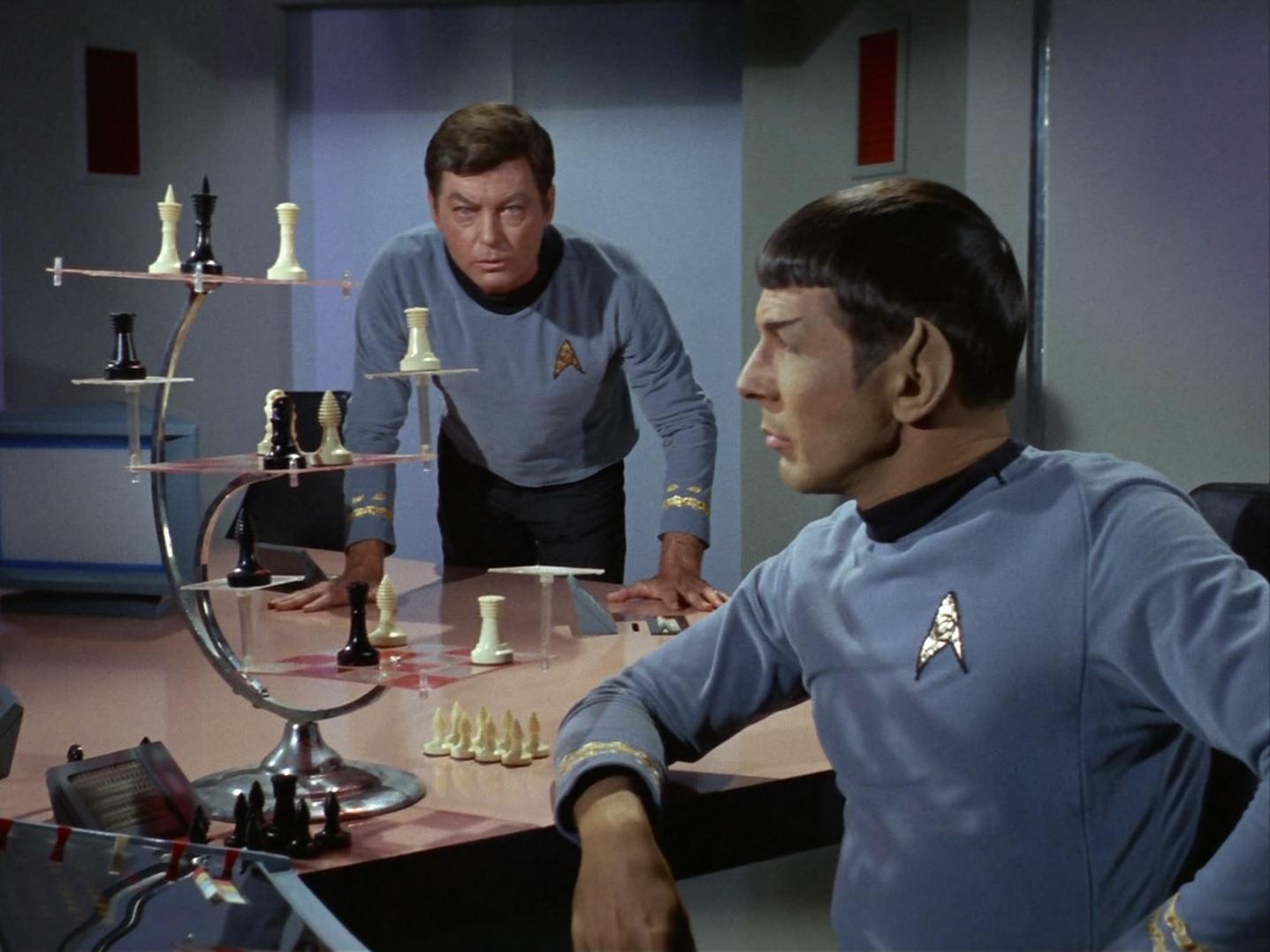 Spock spielt gegen den Computer.jpg