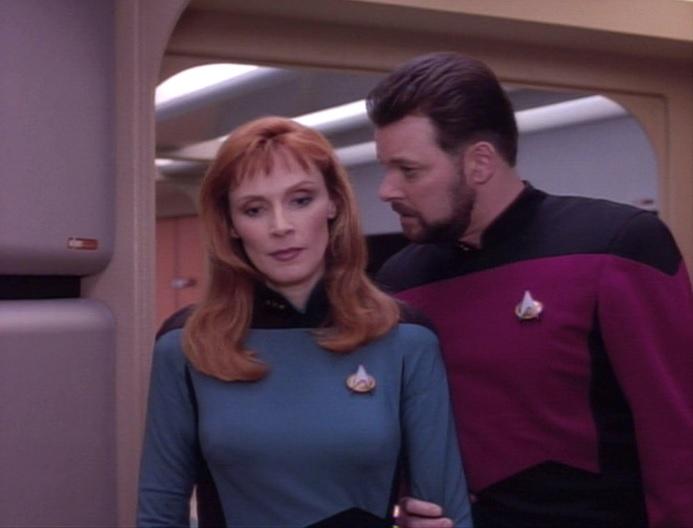 Riker warnt Crusher.jpg