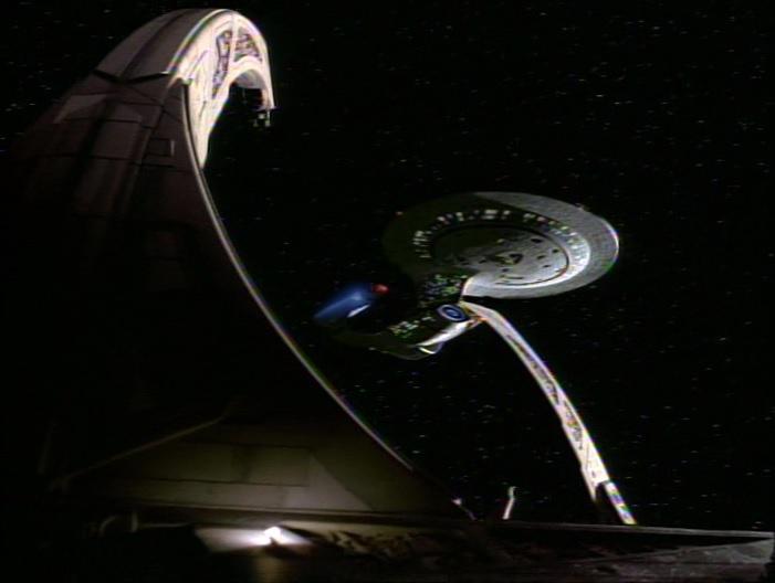 USS Odyssey dockt an Deep Space 9.jpg