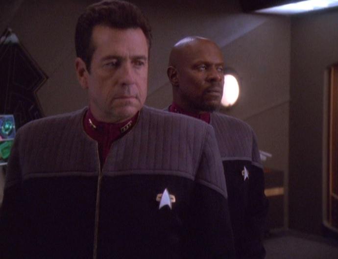 Ross verspricht Sisko ein neues Schiff.jpg