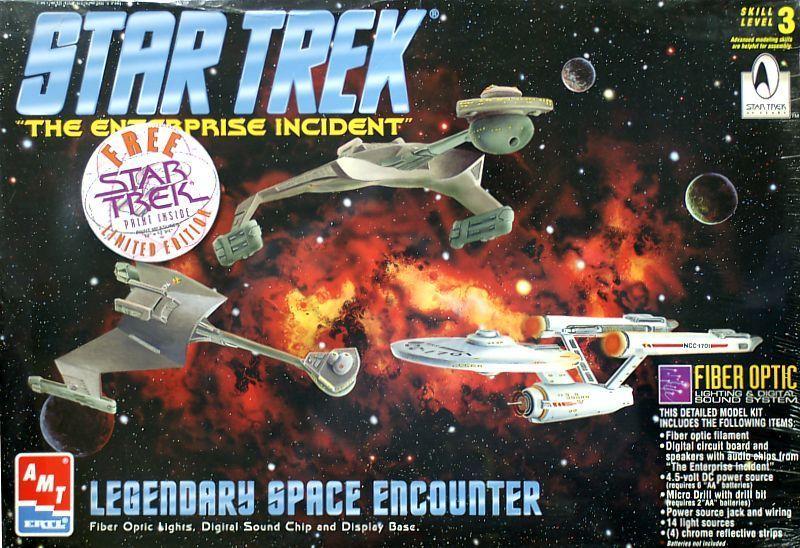 AMT Model kit 8254 Legendary Space Encounter 1996.jpg