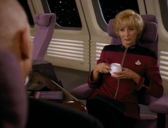 Nechayev wird von Picard freundlich empfangen.jpg