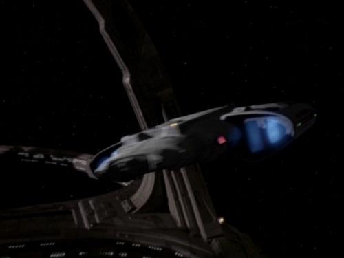 Defiant verlässt Deep Space 9.jpg