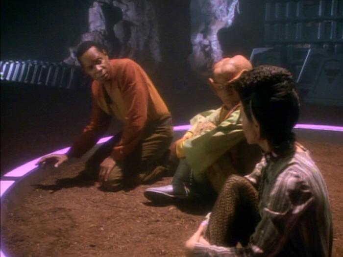 Eris warnt Sisko vor der Barriere.jpg