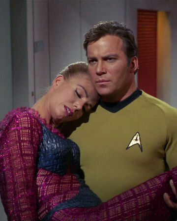 Kirk trägt Odona.jpg