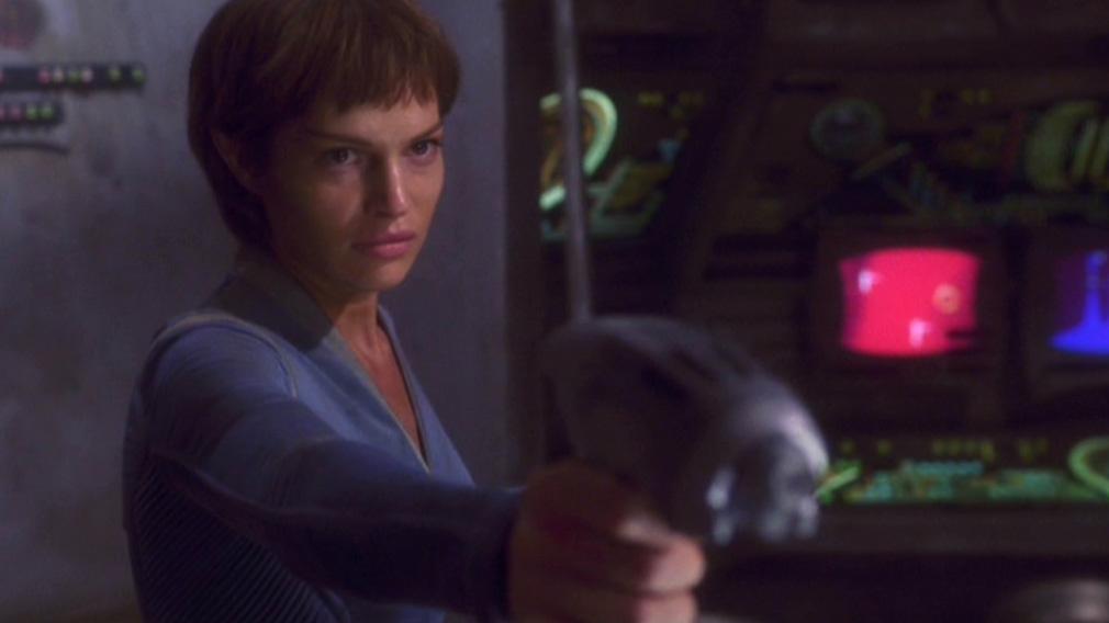 T'Pol zielt auf Archer.jpg