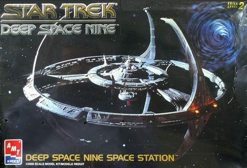 AMT Model kit 8778 Deep Space Nine Space Station 1994.jpg