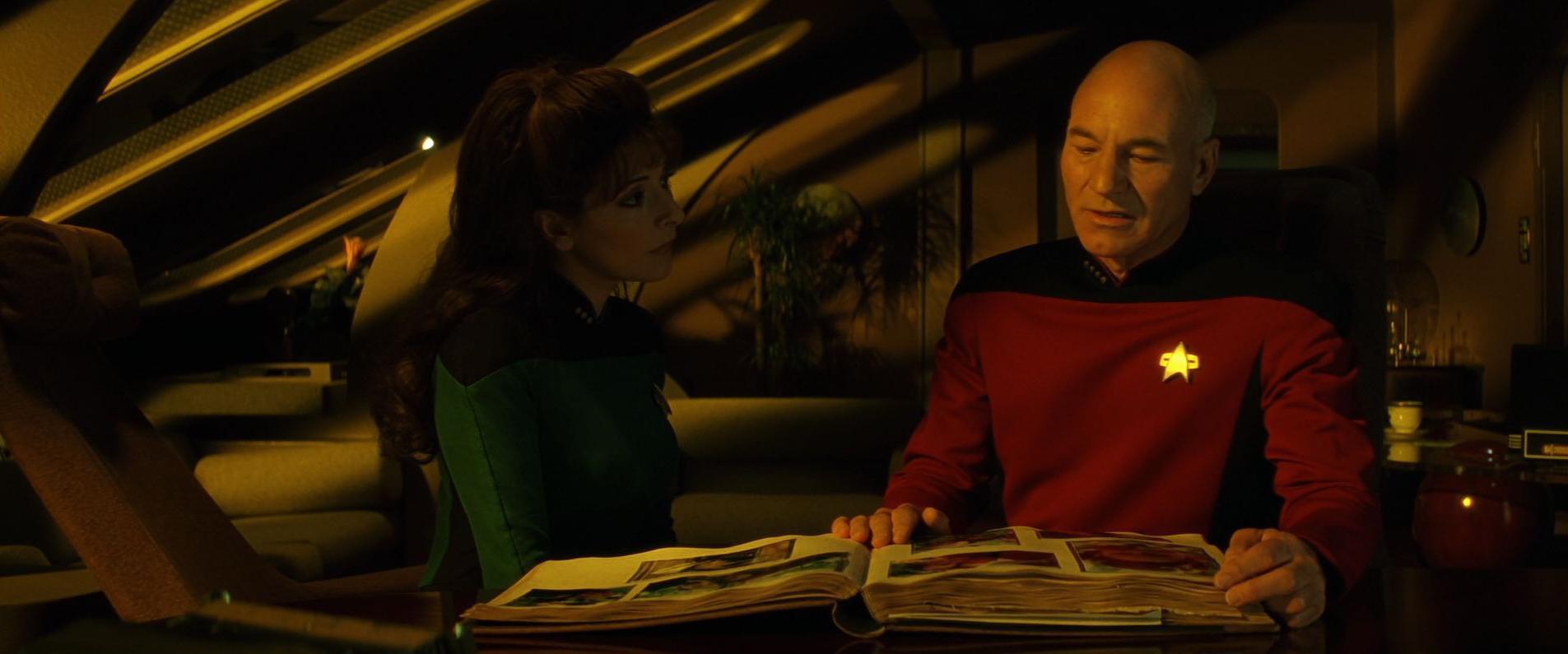 Picard-Familienchronik aufgeschlagen.jpg