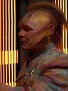 Chakotay kontrolliert den Körper von Neelix 2371