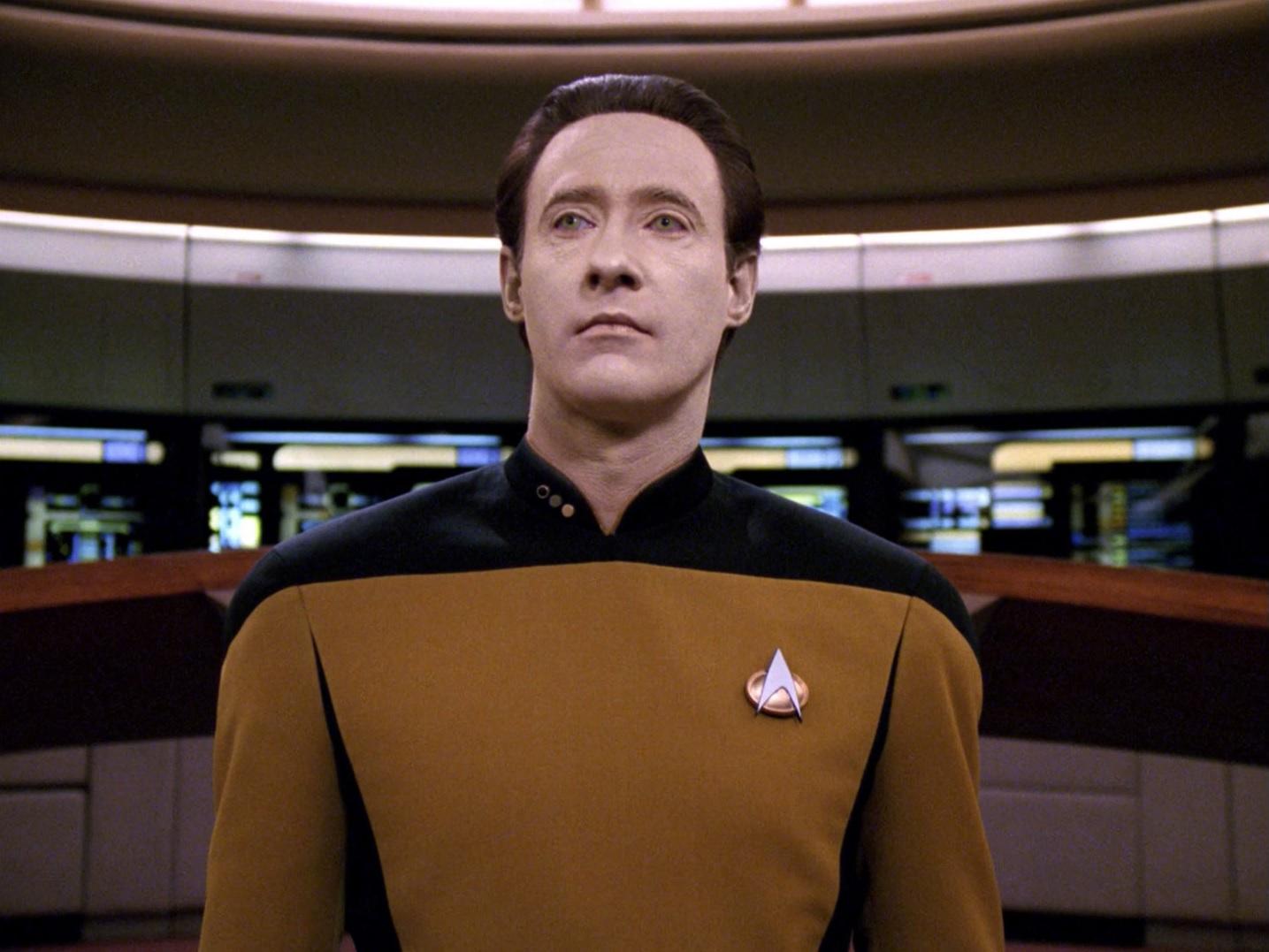 Data übernimmt das Kommando.jpg