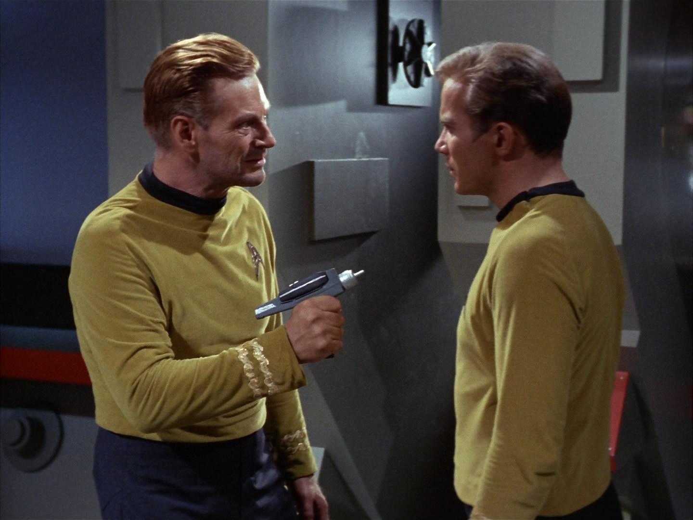 Finney bedroht Kirk.jpg