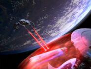 Söldnerschiff greift Enterprise an